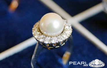 Why Pearl Gemstone Is Called Gemstone Of The Moon.
