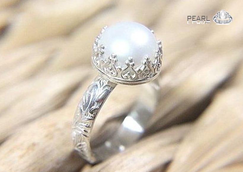 Beautiful-pearl-stone-a-peaceful-birthstone-3